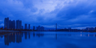 Wieczorem brzeg rzeki Obraz Stock