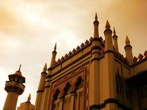 wieczorem islamskiego budynku meczetu Zdjęcia Royalty Free