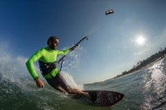 wieczorem jasno latawce surfer słońca Obrazy Stock