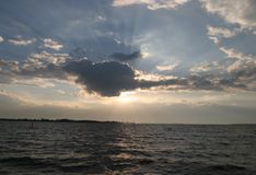 wieczorem na słońce morskim zdjęcie stock