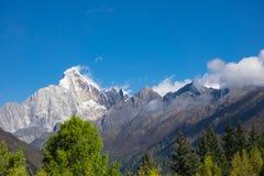 Wied ekranu Śnieżna góra & x22; Cztery dziewczyny Mountain& x22; Śnieżne góry Zdjęcia Stock