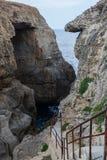 Wied il Mielah jar, naturalny łuk nad morzem gozo Malta Zdjęcie Royalty Free
