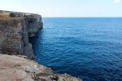 Wied il Mielah jar, naturalny łuk nad morzem gozo Malta Obraz Stock