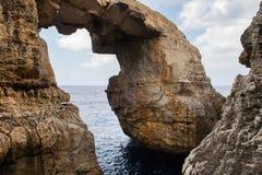 Wied il Mielah jar, naturalny łuk nad morzem gozo Malta Obraz Royalty Free