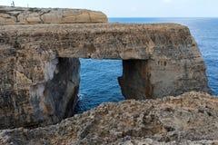 Wied il Mielah jar, naturalny łuk nad morzem gozo Malta Zdjęcie Stock