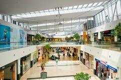 WIEDEŃ AUSTRIA, KWIECIEŃ, - 21, 2016: Danube centrum zakupy centrum handlowe Obraz Stock