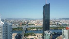 WIEDEŃ AUSTRIA, LIPIEC, - 31, 2017 Antena ustanawia strzał widzieć miasto jak od Donaustadt zbiory