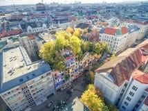 WIEDEŃ AUSTRIA, PAŹDZIERNIK, - 09, 2016: Hundertwasserhaus Ten ekspresjonisty punkt zwrotny Wiedeń lokalizuje w Landstrase okręgu Zdjęcie Stock