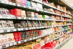 WIEDEŃ AUSTRIA, PAŹDZIERNIK, - 20, 2015: Supermarket Merkur w Vienn Zdjęcia Stock