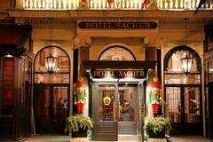 WIEDEŃ AUSTRIA, STYCZEŃ, - 9, 2019: Wejście sławny Hotelowy Sacher fotografia royalty free