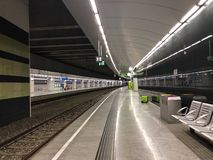 Wiedeń miasta lotniska pociągu kota przeniesienia śmiertelnie obubrzeżny w Wien Mitte stacji w Wiedeń, Austria obrazy royalty free