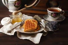 Wiedeńscy opłatki z herbatą i miodem zdjęcie stock