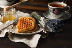 Wiedeńscy opłatki z herbatą i miodem obrazy royalty free