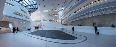 Wiede?, Austria, Listopad 12/, 2017: Parametryczny wn?trze Zaha Hadids biblioteczny budynek w Wiede? obrazy stock