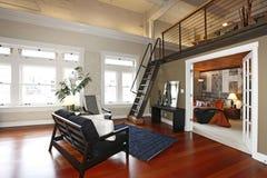 Wieder aufgebautes modernes Schlafzimmer und Wohnzimmer Stockfotografie