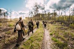Wieder--enactors gekleidet als sowjetische russische rote Armee-Infanterie-Soldaten Lizenzfreie Stockfotografie