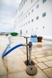 Wieder füllen von Kreuzschiffwasserbehältern Lizenzfreies Stockbild