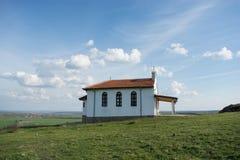 Wieder hergestellte Kirche George das siegreiche - V-VI Jahrhundert, alter Tempel errichtet zu den Ruinen der Festung Rusokastro stockfotografie