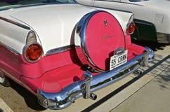 1955 wieder hergestellter Ford Crown Victoria Stockfotos