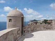 Wieder hergestellter Schutz Tower auf der Acient-Stadtmauer von Dubrovnik Stockfotos