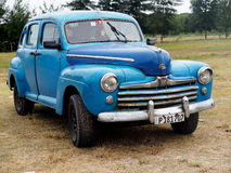 Wieder hergestelltes blaues Chevrolet bei Playa Del Este Cuba Stockfotos
