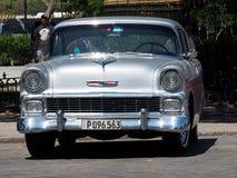 Wieder hergestelltes silbernes Chevrolet in Havana Cuba Lizenzfreie Stockfotos