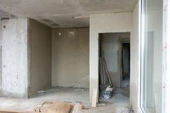Wiederaufbau von Wohnungen Der Raum während der Erneuerung Konkreter Innenraum entwicklung Lizenzfreie Stockbilder