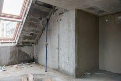 Wiederaufbau von Wohnungen Der Raum während der Erneuerung Konkreter Innenraum entwicklung Stockfotos