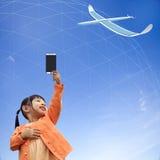 Wiedergabe 3D der Kommunikation 5G mit nettem Hintergrund Lizenzfreie Stockbilder