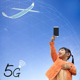 Wiedergabe 3D der Kommunikation 5G mit nettem Hintergrund Stockfotos