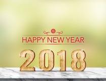 Wiedergabe 3d des guten Rutsch ins Neue Jahr 2018 auf Marmortabelle am grünen abst Lizenzfreie Stockfotografie