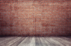 Wiedergabe 3d des Innenraums mit Wand und Bretterboden des roten Backsteins Stockfotografie