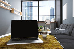 Wiedergabe 3D: Illustration des Abschlusses herauf Laptops am Kaffeecafé-Dekorationsinnenraum oder PC-Büro des Computerarbeitskra Stockfotografie