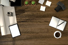 Wiedergabe 3D: Illustration des modernen kreativen Arbeitsplatzes der Draufsicht Tablette mit weißem Schirmbeschneidungspfad auf  Stockbild