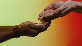 Wiedergabe 3d mit hdri Blitz ablage Empathie, Mitleid, Hilfe, Güte Humanitäre Hilfe zu den afrikanischen Ländern Hände gießen lizenzfreie stockfotografie