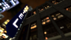 Wiedergabe 3D Stadt bis zum Nacht mit Hotelleuchtreklame Stockfotos