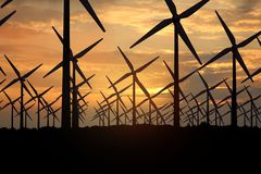 Wiedergabe 3D von Windmühlen, Energie am Abend produzierend lizenzfreie stockfotos