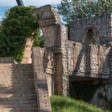 Wiedergabe von Ruinen: Bogen-Struktur, Treppe und wenig Brücke Lizenzfreies Stockbild