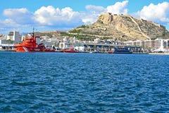 Wiedergewinnung und Rettungsboote festgemacht am Volvo-Ozean-Renndorf Alicante Stockbilder