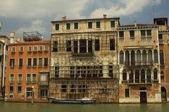 Wiederherstellung auf großartigem Kanal Venedig Lizenzfreie Stockfotos