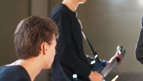 Wiederholung einer jungen Rockgruppe stock video footage