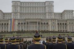 Wiederholung für rumänische Nationaltag-Parade lizenzfreie stockfotografie