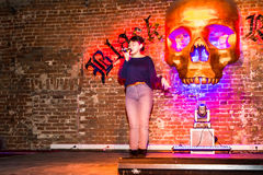 Wiederholung vor Modeleistung Art Chaos im Nachtclub Bla lizenzfreies stockbild