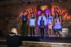 Wiederholung vor Modeleistung Art Chaos im Nachtclub Bla lizenzfreies stockfoto