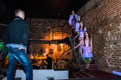Wiederholung vor Modeleistung Art Chaos im Nachtclub Bla stockbild