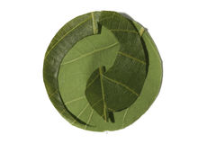 Wiederverwertung das Symbol gebildet von den Blättern, der grüne Punkt. Lizenzfreie Stockfotografie
