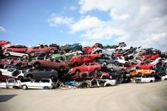 Wiederverwertung der alten Autos stockfotos