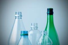 Wiederverwertung der Plastikflaschen Stockfotos