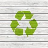 Wiederverwertung des Symbols auf Holz Lizenzfreies Stockfoto