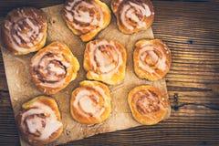 Świeże słodkie domowej roboty cynamonowe babeczki Obraz Royalty Free